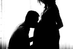 pregnant-971982_1920