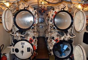 submarine-1517446_1920